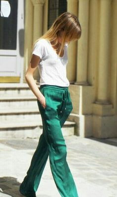 chic track sporty tuxedo pants for fall Looks Street Style, Looks Style, Style Me, Spring Summer Fashion, Autumn Fashion, Printemps Street Style, Baggy Pants, Slouchy Pants, Trousers