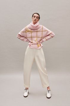 Delpozo Pre-Fall 2019 Fashion Show Delpozo Pre-Fall 2019 Collection - Vogue History of Knitting Wool spinning, weaving and stitching careers such as for in. Knitwear Fashion, Knit Fashion, Mode Outfits, Fashion Outfits, Fashion Trends, Business Outfit Frau, Delpozo, Mohair Sweater, Pink Sweater
