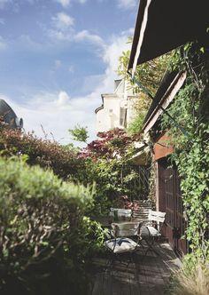Duplex with terrace in Paris Rooftop Terrace, Terrace Garden, Jardin Luxuriant, Villa Plan, Into The West, Hidden Places, Duplex, Exterior Paint, Travel Around The World