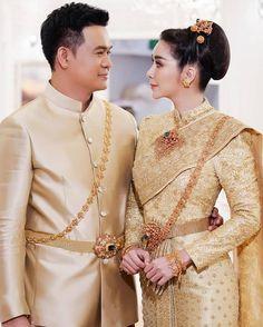 อัลบั้มภาพ ใหม่ สุคนธวา ควง ดีเจต้น แต่งงานหวานชื่น เจ้าสาวสวยสะกดตา Thai Wedding Dress, Wedding Dresses, Victorian, Fashion, Bride Dresses, Moda, Bridal Gowns, Wedding Dressses, La Mode