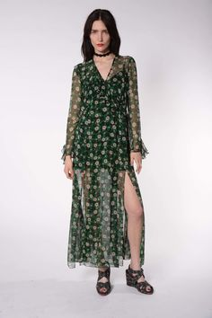 See the complete Anna Sui Resort 2017 collection.
