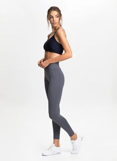 Made from our signature New Zealand® fabric with added Lycra® stretch, these seamless sides leggings offer cotton-like comfort alongside a flattering fit, quick-drying qualities and superior durability. Features a wide dual-layer waistband designed to enhance support around the lower abs and hips.