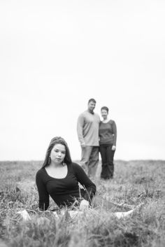 senior portrait with mom and dad
