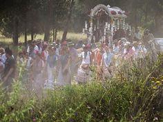 De pelgrims in hun traditionele kleding op weg naar El Rocio in de Spaanse provincie Huelva.