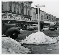 e179ec3a5a5a3 Snow in downtown Hillsboro    Washington County Museum--Piggly Wiggly is  now Hillsboro