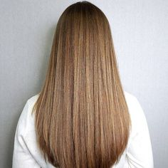 Find a lot of Awesome Medium Haircuts at Barbarianstyle.net #beauty #midhaircut #hairstyle # haircut #mediumcut Medium Hair Cuts, Long Hair Cuts, Medium Hair Styles, Long Hair Styles, Hair Cuts For Girls, Balayage Hair Blonde, Brown Blonde Hair, Light Brown Hair, Medium Blonde