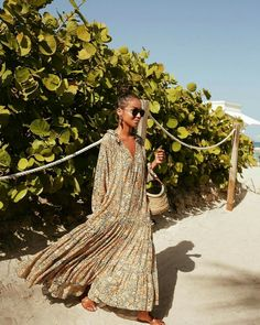 190 fantastic boho style outfit suggestions that are usually – page 1 Vestido Maxi Floral, Look Boho Chic, Boho Style, Boho Fashion, Fashion Dresses, Boho Maxi Dresses, Autumn Fashion, Mode Hippie, The Dress