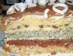 Торт проще простого - Коржей всего четыре: с изюмом, какао, маком, орехами Ингредиенты: для одного коржа: 1 яйцо 1 ч. ложка крахмала 0,5 ч. ложки соды или разрыхлителя 0,5 стакана сахара 0,5 стакана сметаны 0,5 стакана муки