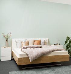 Bett und Nachttisch Komforthöhe #schlafen #sleeping #mab #mabmöbel #möbel #furniture #interiordesign #designinspiration #designlife #swissmade #muotathal #swissness #möbelschweiz #swissquality #nachhaltigkeit #ächtmuotathal