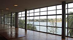 O Museu de Arte da Pampulha foi um cassino, nos tempos em que o jogo era permitido. É parte do Conjunto Arquitetônico da Pampulha, que é Patrimônio Mundial pela Unesco. É um dos famosos pontos turísticos de Belo Horizonte, de onde se tem vista para a Lagoa da Pampulha.
