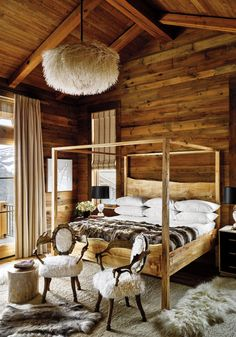 This time of year, the cozy ski-lodge look is at its most inviting, whether you're off to the slopes or just dreaming of them.