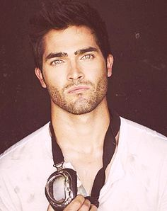 50 most attractive men on earth » Tyler Hoechlin