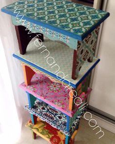 Bancos de madeira com pintura e decoupage. Casa colorida. DIY