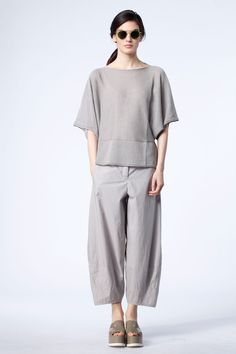Wide-pants Wednesday at OSKA New York. Enjoy one of our signature trouser styles. https://newyork.oska.com/en/products/collection/shop-spring-summer/trousers/