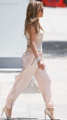 JLo is Jennifer Lopez! J Lo Fashion, Look Fashion, Fashion Outfits, Womens Fashion, Fashion Blogs, Fashion Photo, Casual Outfits, Summer Outfits, Cute Outfits