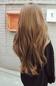 Somewhere along the lines of Butterscotch and Caramel, this blonde shade works perfectly even for a casual or everyday look. You cna let it fall down or create some soft waves on the tip.