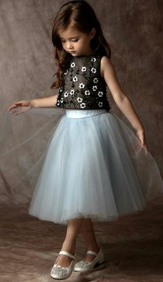 Must Have of the Day: Haute kids Couture by Dorian Ho Girls Frock Design, Kids Frocks Design, Fashion Design For Kids, Fashion Kids, Trendy Fashion, Style Fashion, Fashion Check, Girls Casual Dresses, Little Girl Dresses