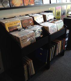 http://coloredvinylrecords.com/blog/vinyl-record-storage-and-shelving-solutions/