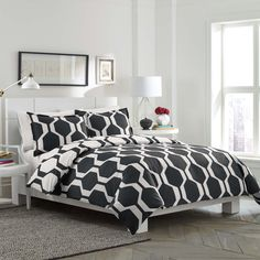 A trendy black and white geometric pattern brings life to this modern Obsidian duvet cover set by City Scene. Reversible, this button closure duvet cover is crafted with pure cotton and comes complete with matching shams.