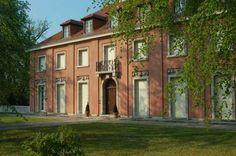 Dom Urbig z 1917 roku w Poczdamie. Jedna z wczesnych realizacji Mies van der Rohe, kiedy pozostawał pod wpływem klasycystycznego architekta - Karla Friedricha Schinkela.