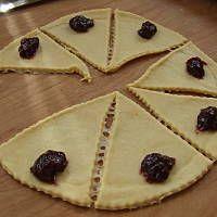 Rogaliki drożdżowe pyszne Polish Recipes, Polish Food, Pie, Pinkie Pie, Pastel, Fruit Flan, Tart, Pies, Cheeseburger Paradise Pie