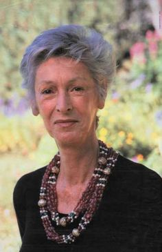 I love how Marella Agnelli frequently wore this favorite necklace (or necklaces) thru decades of her long life- I thought it was from Morocco or India, but I've read it's a number of Kenneth Jay Lane chokers put together :O