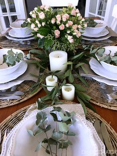 Create this Australian Christmas table in less than 10 minutes. See full tutorial. Just add gum leaves. Aussie Christmas, Australian Christmas, Christmas Diy, Christmas 2019, White Christmas, Christmas Table Settings, Christmas Table Decorations, Festival Decorations, Christmas Flower Arrangements
