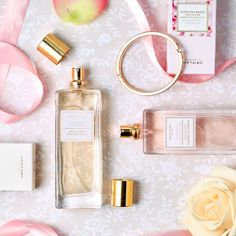 Surprinde prospețimea primăverii cu aceste parfumuri florale de la Women's Collection: Delicate Cherry Blossom sau noul Innocent White Lilac