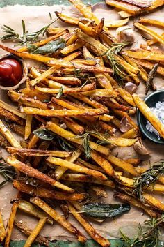 Sharing exactly how I make my Oven Baked Tuscan Fries.beyond addicting, influenced by the flavors of Tuscany, pretty healthy, and…SO DELICIOUS! Crispy Oven Fries, Fries In The Oven, Ranch Pasta, Half Baked Harvest, Potato Recipes, Lentil Recipes, Salmon Recipes, Chicken Recipes, Kale Recipes