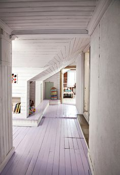 Yläkerran käytävä on kaunis kuin mikä. / Loving this hallway. / Kuva/pic: Petra Tiihonen