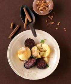 Kartoffel-Macis-Knödel mit Ei und Wurst (als Anregung für ne vegane Version...)