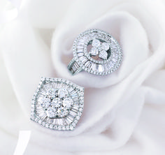 Mira Style Jewellery Co.CEC Though different stone shapes vary, never changes. Diamond Finger Ring, Diamond Solitaire Earrings, Diamond Cluster Ring, Ring Earrings, Jewelry Ads, Fancy Jewellery, Jewelery, Jewelry Design, Mughal Jewelry
