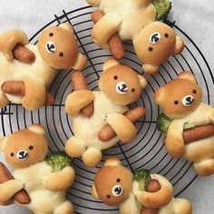 Bear bread broccoli hot dogs food fun - Essen für Kinder - Appetizers for party Cute Food, Good Food, Yummy Food, Awesome Food, Toddler Meals, Kids Meals, Baby Food Recipes, Cooking Recipes, Keto Recipes
