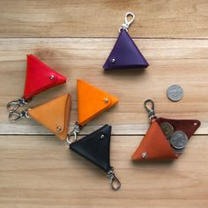 Equilateral a handmade vegetable tanned leather triangle key chain / coin pouc Leather Keychain, Leather Pouch, Tan Leather, Leather Gifts, Leather Craft, Crea Cuir, Leather Projects, Small Leather Goods, Vegetable Tanned Leather