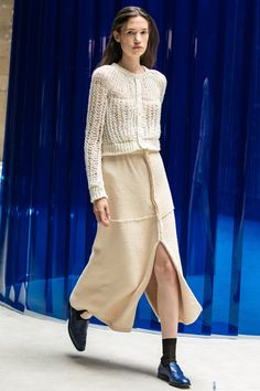 Lorod Resort 2019 Fashion Show Collection: See the complete Lorod Resort 2019 collection. Look 20 Knitwear Fashion, Knit Fashion, Runway Fashion, Womens Fashion, Fashion Tips, Fashion Design, Fashion Trends, Street Style, Fashion Show Collection