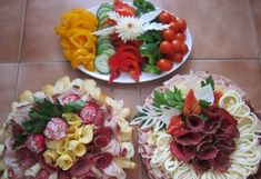 Party Food Platters, Party Trays, Food Trays, Sandwich Platter, Meat Platter, Fruit Platter Designs, Meat And Cheese Tray, Vegetable Decoration, Food Bouquet