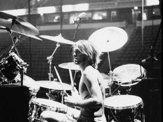 taylor hawkins. one of my favorite drummers.