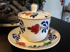 Boerenbont Regout Hagelslagpotje Jampotje | Boerenbont REGOUT - ROYAL SPHINX ook Hotelporselein | Webwinkel Servies Merij Bond, Kitchenware, Tableware, Vintage Table, Delft, Painted Furniture, Eye Candy, Tea Cups, Pottery