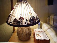 Mi pequeño mundo Patchwork: PANTALLA LAMPARA DE TOSHIKO MATSOU Wool Applique Quilts, Bird Applique, Country Crafts, Country Decor, Primitive Stitchery, Lamp Makeover, My Sewing Room, Lamp Shades, App Home