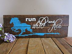 """Wood Pallets Ideas """"Run Wild and Free"""" Horse - Reclaimed Pallet Wood Sign Wood Pallet Signs, Pallet Art, Wood Pallets, Wooden Signs, Pallet Crafts, Diy Pallet Projects, Wood Projects, Wood Crafts, Fair Projects"""
