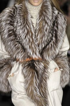 Love the fur. Looks so soft and comfy. Perfect for the 20 degree weather.