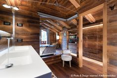Arte Rovere Antico - Photo by Duilio Beltramone for Sgsm.it - Casa Gandi - Courmayeur Italy - Bathroom in bedroom - Wood Interior Design