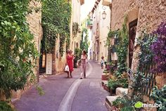 France's 10 Most Enchanting Towns Ars-En-Ré, Annecy, Colmar, Gordes, Lourmarin, Minube, Normandy, Provence, Riquewihr, Rochefort-En-Terre... #SonaliArora