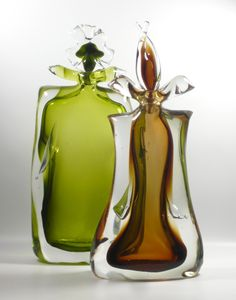 Jewel Perfume Bottle by Aaronson Noon Bottles And Jars, Glass Bottles, Vases, Antique Perfume Bottles, Beautiful Perfume, Objet D'art, Bottle Art, Hand Blown Glass, Oeuvre D'art