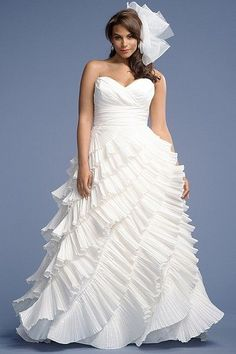 """Vestido de novia en tallas grandes de Waters, ideal para novias gorditas! Mas fotos en """"Vestidos de novia para gorditas 2014: conoce los mejores diseñadores!"""""""
