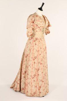 Day dress ca. 1900