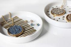 Glitter pendant jewelry DIY tutorial (scheduled via http://www.tailwindapp.com?utm_source=pinterest&utm_medium=twpin&utm_content=post185217145&utm_campaign=scheduler_attribution)