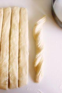 Topi se u ustima: Lisnata pogača sa sirom Pita Recipes, Greek Recipes, Snack Recipes, Cooking Recipes, Snacks, Greek Pastries, Bread And Pastries, Eat Greek, Armenian Recipes