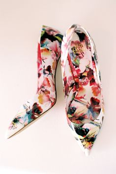 Floral pumps. Truth or Dare by Madonna. Photography: Nancy Aidee Photography - nancyaidee.com