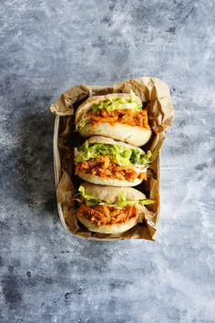 Szarpany kurczak BBQ składniki) in 2020 Lunch To Go, Slow Food, No Cook Meals, Street Food, Food Inspiration, Food Porn, Food And Drink, Easy Meals, Yummy Food